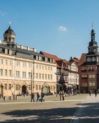 Marktplatz mit Rathaus, Stadtschloss und Georgenkirche